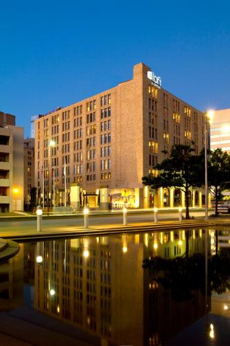 Hotels Near Kay Hutchison Convention Center