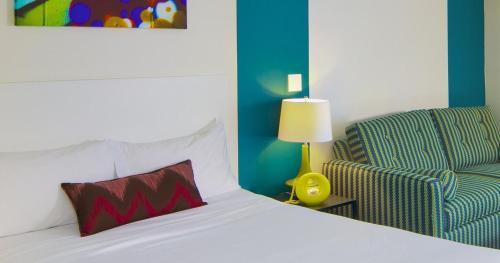 Hotel Zed Kelowna - Photo 8 of 30