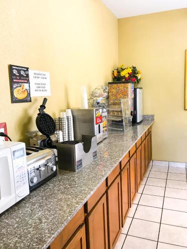Americas Best Value Inn & Suites Yukon Oklahoma City - Yukon, OK 73099