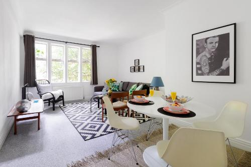 Heart of Kensington Apartment impression