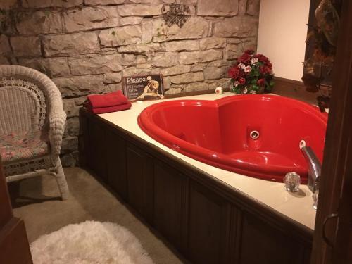 Sunnyside Inn Bed & Breakfast - Eureka Springs, AR 72632