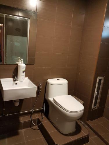 Yew Lian hotel, Bedok