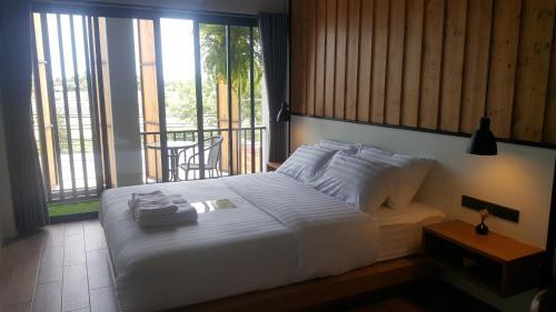 Saya Loft Hostel Lopburi
