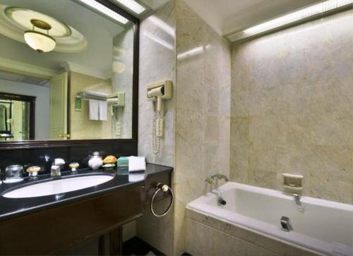 Evergreen Laurel Hotel Sathorn Bangkok photo 48