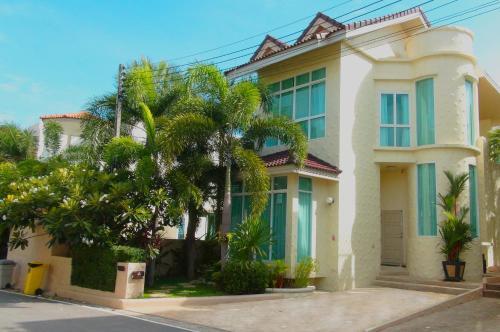 Valencia 3 Bedrooms Pool Nai Harn Villa Valencia 3 Bedrooms Pool Nai Harn Villa