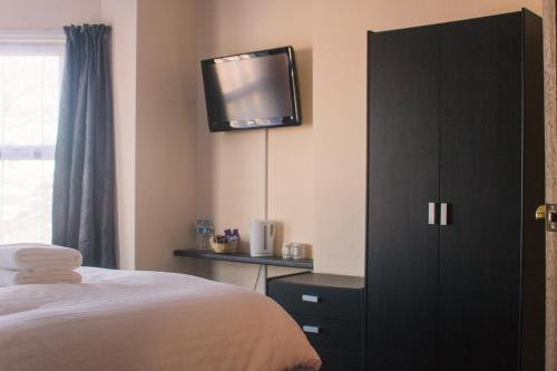 Wellesley Park Hotel - Photo 3 of 33