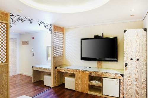 Photo - Bell Hotel