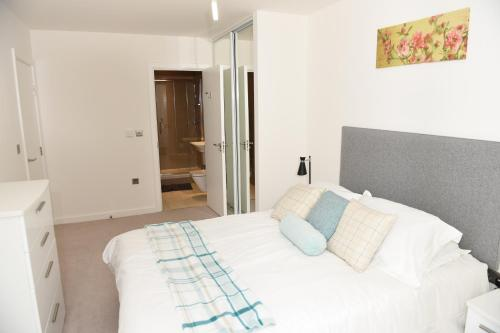 Greenwich Two Bedroom Apartments - image 5