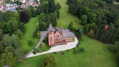 Kasteel-overnachting met je hond in Gästehaus Schloss Saareck - Mettlach