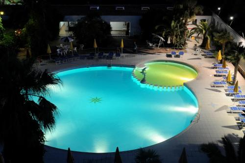. Marina Club Hotel
