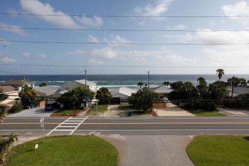 Glory Daze Beach House By Panhandle Gateways - Panama City Beach, FL 32413