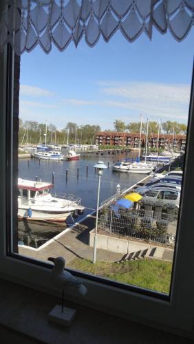 . FEWO-bis-4-Pers-inmitten-den-Yachthafens-Ueckermuende-Stettiner-Haff-Ostsee