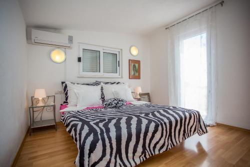Apartments Lux, Pension in Makarska