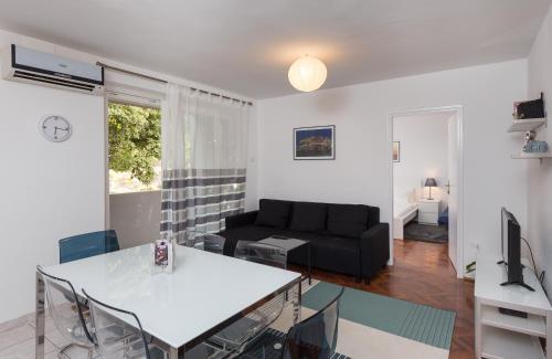 Dulap Apartment