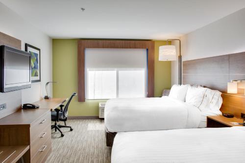 Holiday Inn Express Hotel & Suites Chickasha - Chickasha, OK 73018