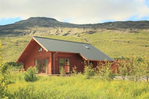Geysir - Modern Log Cabin - Photo 2 of 25