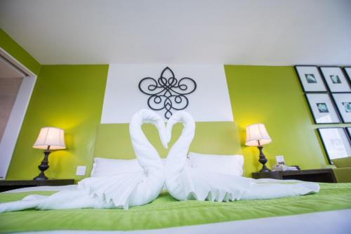Royal Orchid Hotel Guam фото номерів