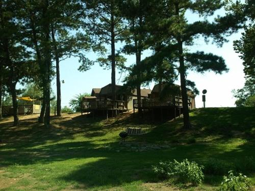 Diamond John's Riverside Retreat - Murfreesboro, AR 71958