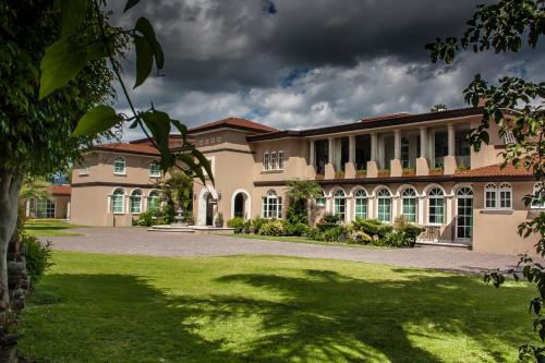 . Hotel Esmeralda