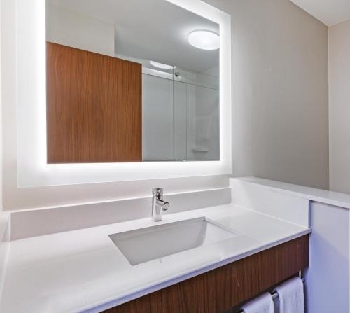 Holiday Inn Express & Suites TULSA WEST - SAND SPRINGS - Sand Springs, OK 74063