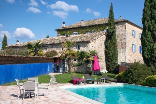 . Chambres d'Hôtes et Gîtes Le Mas Bleu & Spa Resort