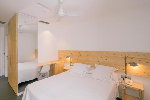 Small Double or Twin Room Tierra de Biescas 33