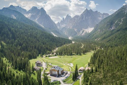 Hotel Dolomitenhof & Chalet Alte Post Sexten