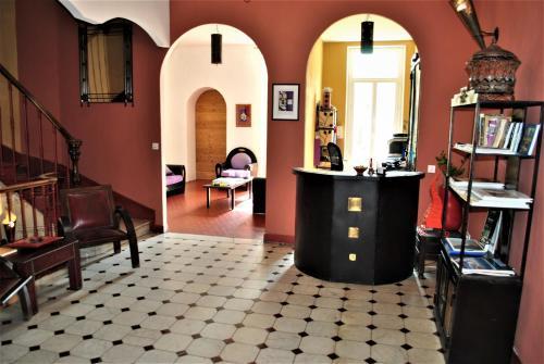 16 Rue Sénac de Meilhan, 13001 Marseille, France.