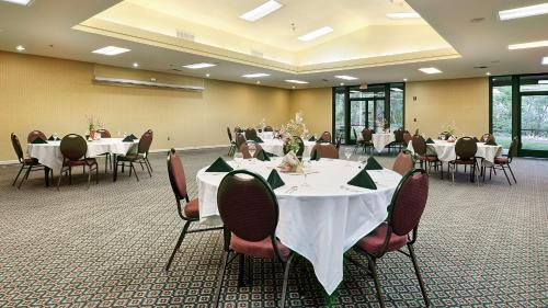 Best Western Plus Sonora Oaks Hotel and Conference Center - Sonora, CA CA 95370