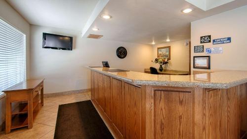 Trailside Inn - Alturas, CA 96101