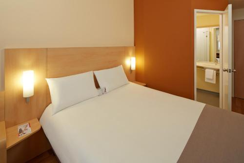 Ibis Adana room photos