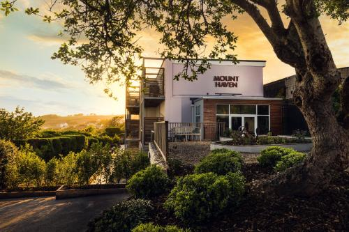Mount Haven Hotel