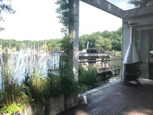 Haus direkt am See (B&B)