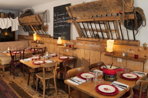 Hôtel Restaurant La Ferme du Père François - Hotel - Les Rousses