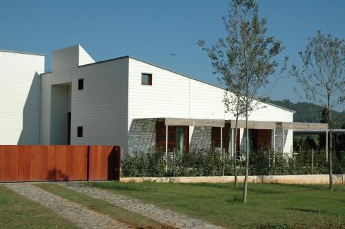 Accommodation in Maia de Montcal