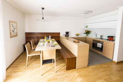 Apartament cu 1 dormitor cu balcon (2 adulţi) (One-Bedroom Apartment with Balcony (2 Adults))