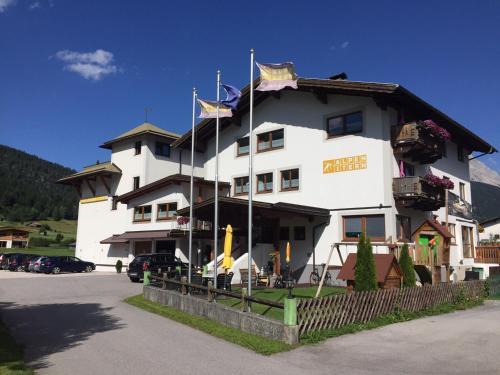 Alpenstern Pension Suites Lermoos