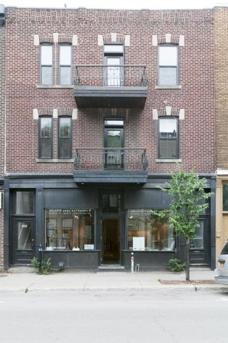 Spacious Apartments on Saint Laurent with free parking by Lux Montreal Vacation Rentals