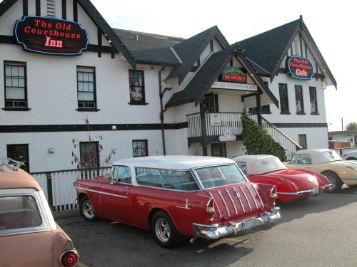 . The Old Courthouse Inn