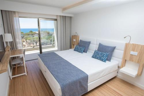 One-Bedroom Apartment with Sea View - Prestige