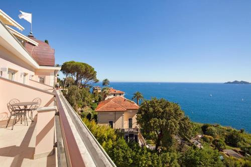 Via Aurelia Orientale, 369, 16035 Rapallo GE, Italy.