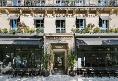243 Rue Saint-Martin, 75003 Paris, France.