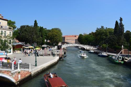 Rio Terà dei Pensieri, 328, 30100 Santa Croce, Venice, Italy.