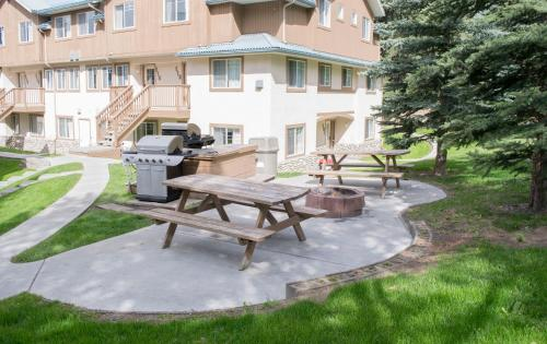 Banff Boundary Lodge - Canmore, AB T1W 2W2