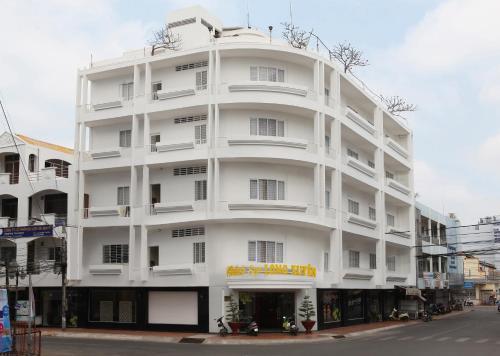 . Long Xuyen Hotel