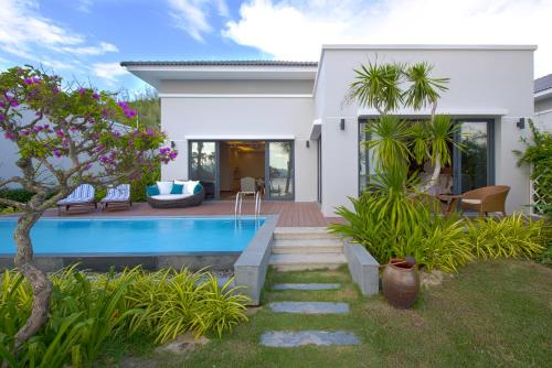 2-Bed Room Beach Front Villa with Vinpearl Land ticket