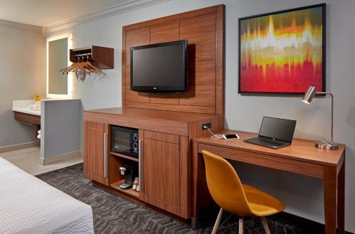 Studio Inn & Suites Downey - Downey, CA CA 90242