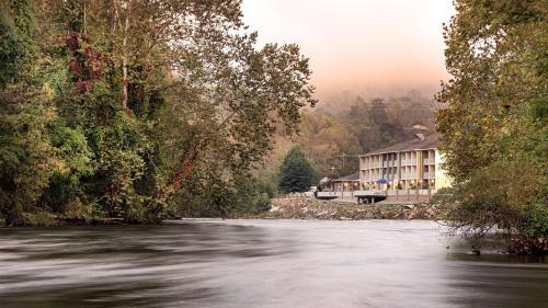 Best Western Plus River Escape Sylva / Dillsboro - Hotel