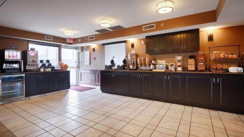 Best Western Strathmore Inn - Strathmore, AB T1P 1M6