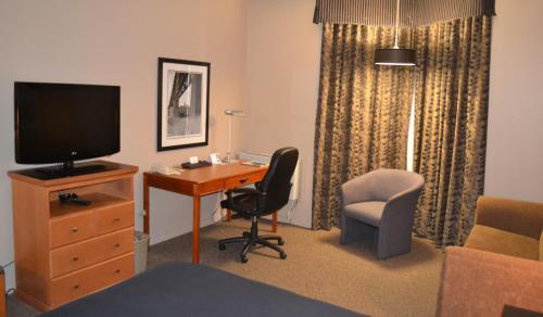 Royal Hotel West Edmonton Trademark Collection by Wyndham - Edmonton, AB T5S 1T3